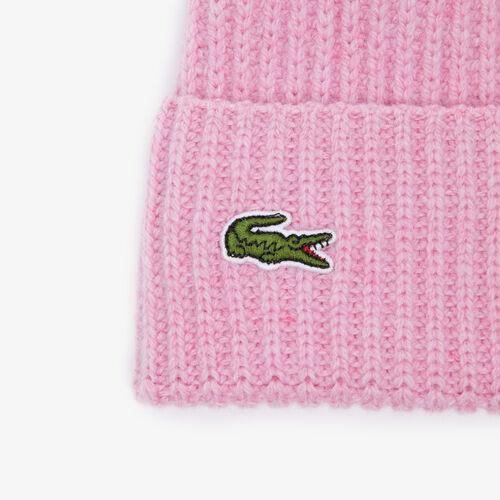 قبعة من الصوف للسيدات